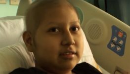 14-летняя девочка сражается с раком в США и мечтает, чтобы мать была рядом — но ее не пускают в страну