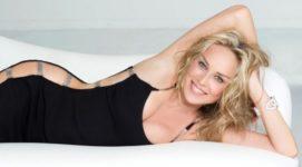 59-летняя Шэрон Стоун в купальнике сразила публику
