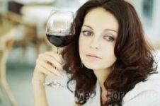 Алкоголь защищает женщин от инсульта