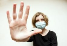Аллергия на пыль: чего мы о ней не знаем?