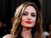 Анджелине Джоли необходимо срочно удалить яичники