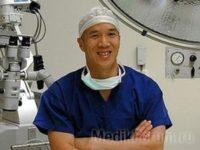 Хирург за деньги… собирал зрителей на свои операции!