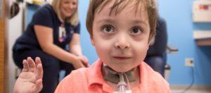 Мальчик из Теннесси теперь может самостоятельно разговаривать и дышать благодаря новаторской операции доктора из Мемфиса