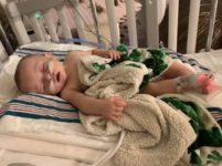 Мать предупредила пользователей соцсетей не целовать детей после того, как ее 8-месячного малыша госпитализировали с респираторным вирусом