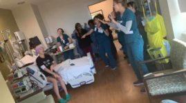 Медсестры устроили шоу «Backstreet Boys» для пациентки, которая пропустила концерт любимой группы из-за лейкемии