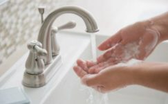 Мытье рук делает людей оптимистами