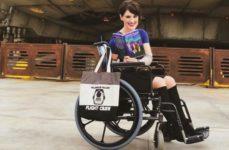 Женщину назвали «мошенницей», когда она встала со своего инвалидного кресла, чтобы сделать фото